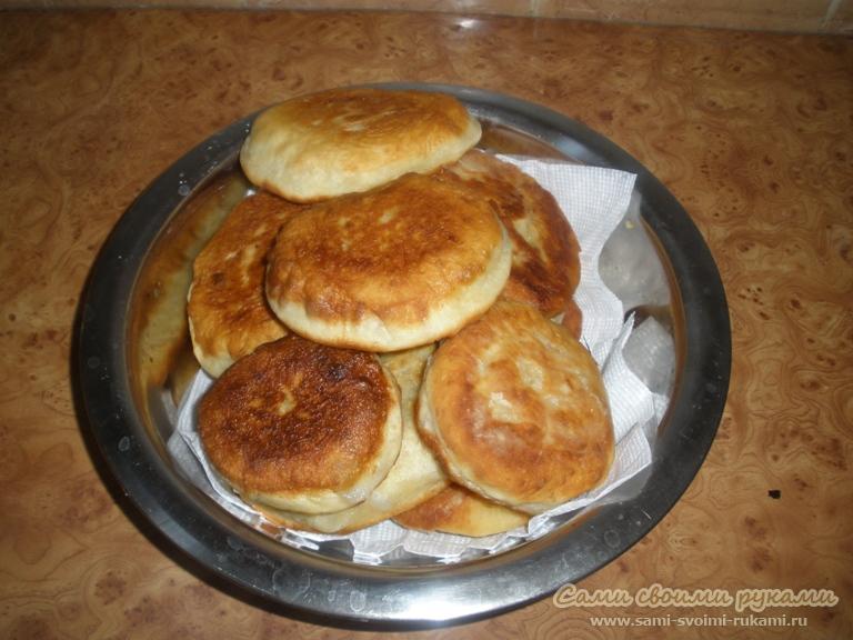 Хотела бы показать вам подробный рецепт с фото, как делать вкусные беляши в домашних условиях.