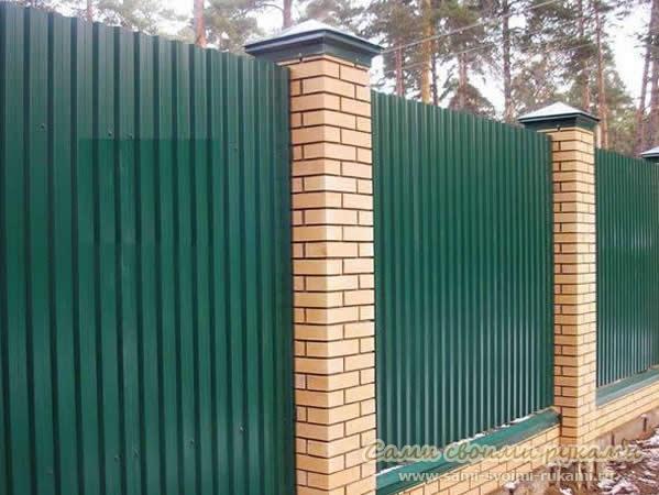 Забор из профнастила своими руками - как правильно построить и из чего