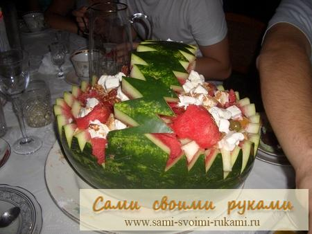 Салат арбузный - десерт на стол