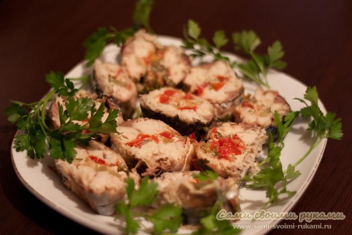 Скумбрия фаршированная овощами - рецепт с фото