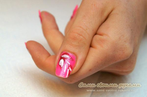 маникюр розовым лаком фото