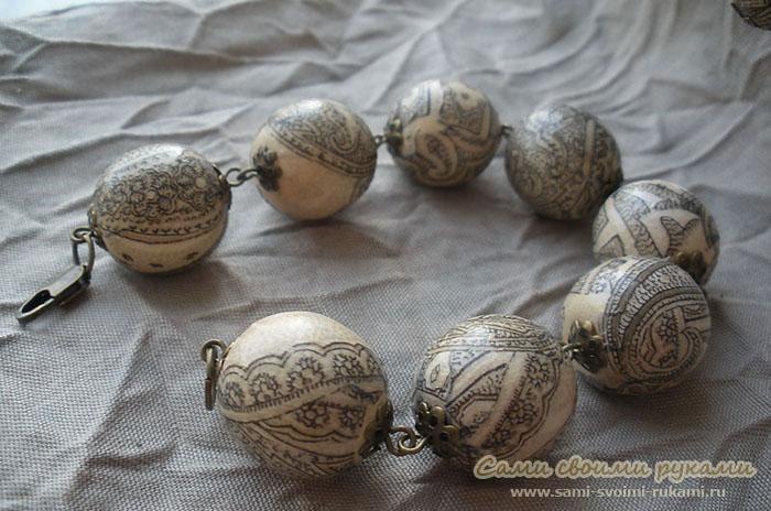 Браслет из деревянных бусин, декорированных в технике декупаж - мастер класс