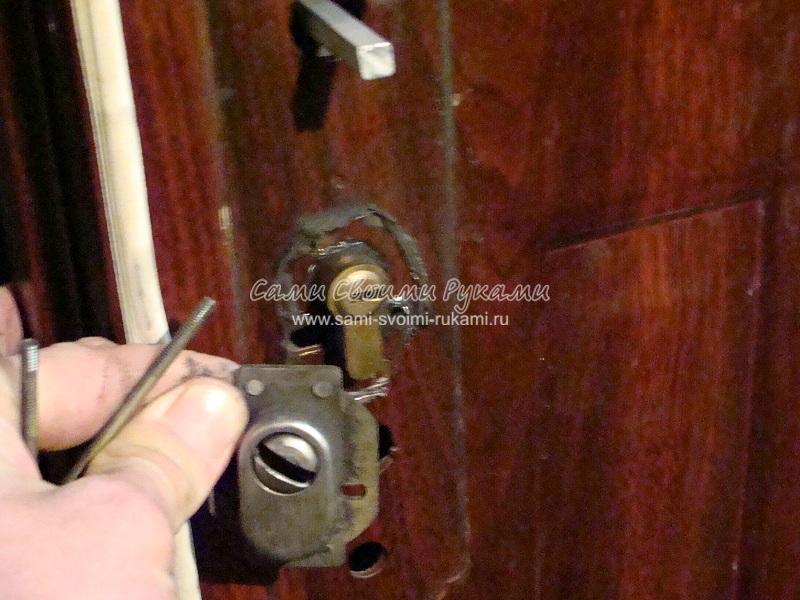 Замена ручки на металлической двери своими руками 77