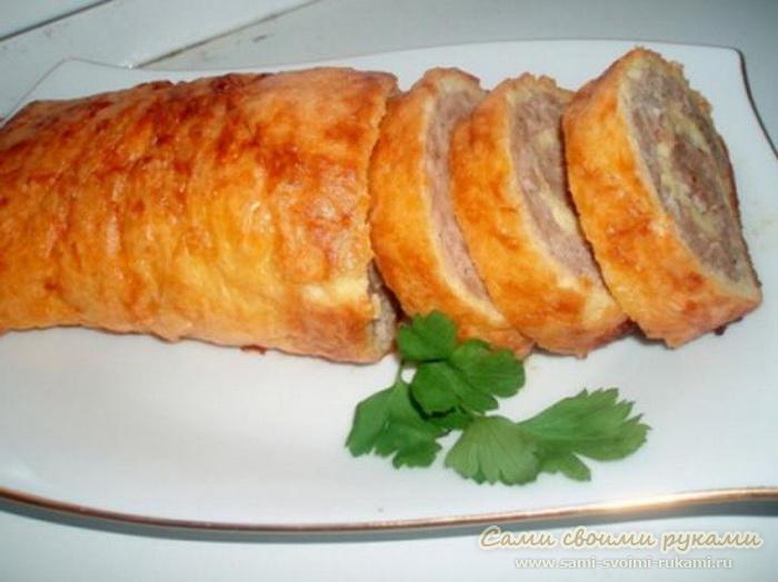 Мясной рулет с начинкой - рецепт, фото