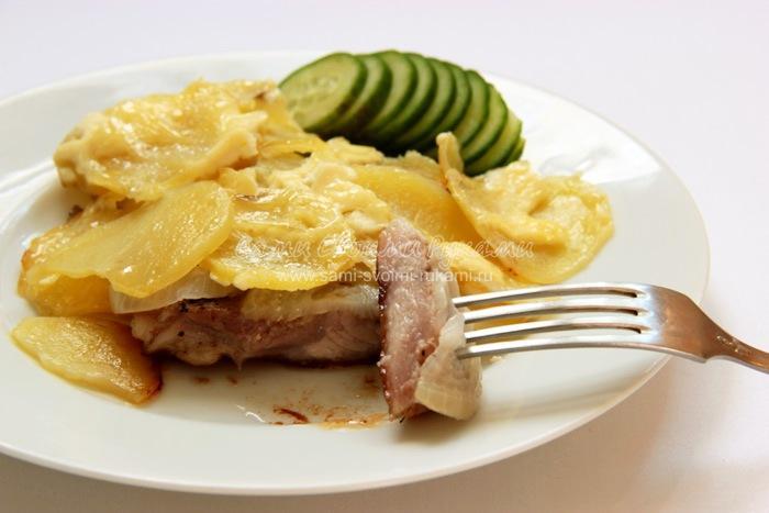 Запеченная свинина с картошкой и майонезом