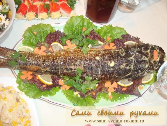 Фаршированная рыба грибами и сыром
