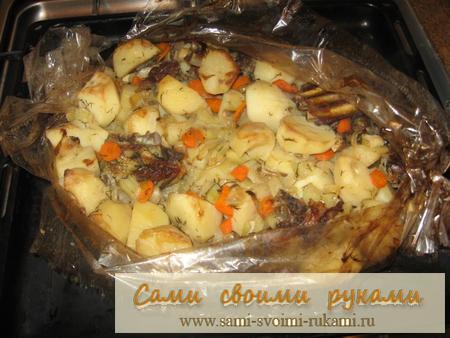 Ребрышки с картошкой и овощами в духовке