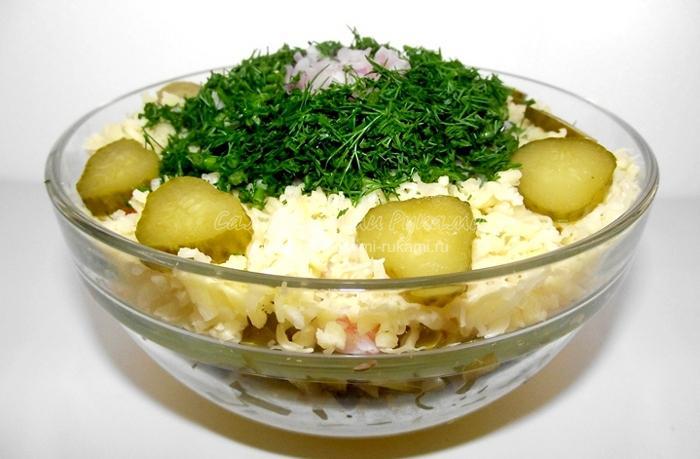 Рецепт салата с креветками по слоям