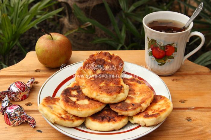 Сырники с арахисом и яблоками, рецепт с пошаговыми фото