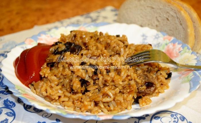 Постный рис с сушеными грибами в мультиварке