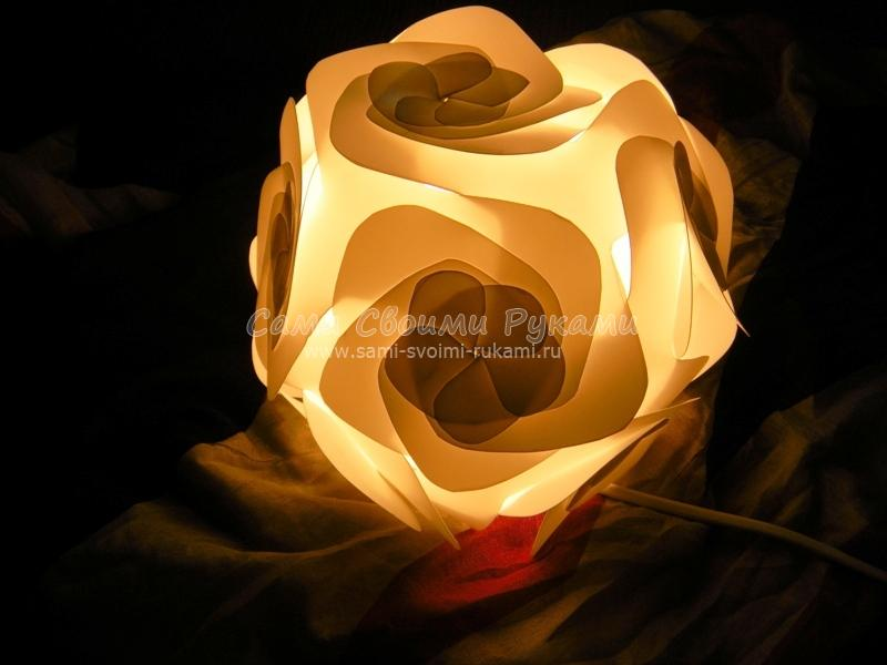 Светильник полипропилена в виде цветка