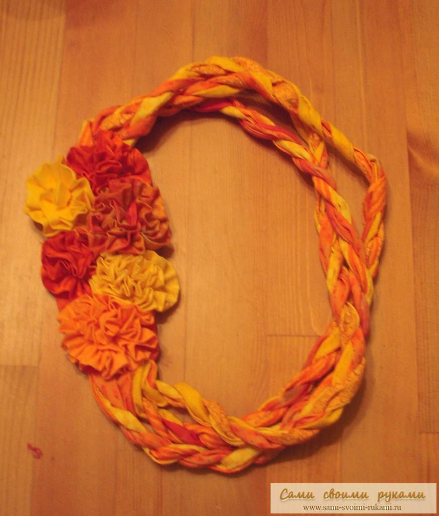 И теперь такие украшения из ткани вы можете делать своими руками для себя и своих друзей. http...