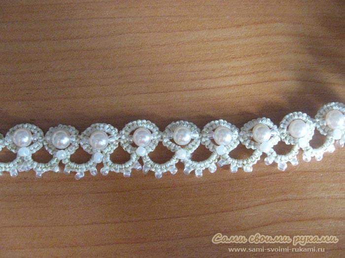 Колье из бисера и бусин.  Простое и в то же время элегантное украшение на каждый день.Ожерелье в ажурной технике...