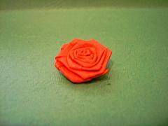 Мини роза в технике квиллинг в горшочке