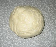 Творожные рогалики с мармеладом - рецепт с фото