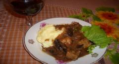 Мясо с черносливом в винно-соевом соусе - рецепт