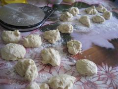 Пирожки с вареной сгущёнкой - рецепт с фото