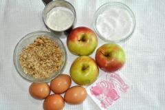 Быстрый бисквитный рулет с яблочной начинкой - рецепт с фото