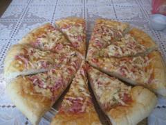 Пицца Белорусская (колбаса, сыр, соленый огурец)