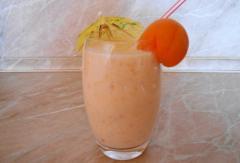 Кефирный коктейль с фруктами, простой рецепт