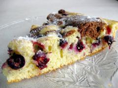Пирог со смородиной на бисквитном тесте