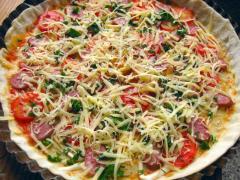 Пицца с колбасками (копчеными, охотничьими)