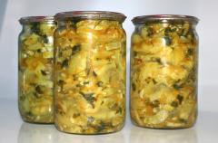 Кабачковый салат на зиму с морковью, чесноком и зеленью (острый)