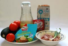 Запеченные кабачки с фаршем и томатами