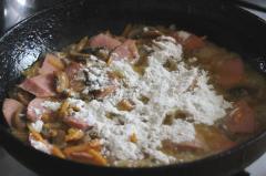Подливка грибная (с колбасой)