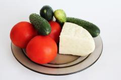 Обжаренный адыгейский сыр с куркумой и свежим салатом - легкий ужин