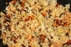 Жареный рис (креветки, овощи)