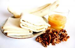 Ароматные пышки с бананом, медом и орехами