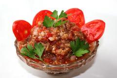 Баклажанная икра с помидорами и луком