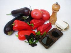 Салат из печеных овощей (брынза, базилик)