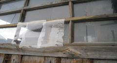Как и чем можно заменить разбитое стекло - интересная идея временного заменителя - фото
