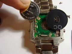 Замена батарейки в электронных наручных часах