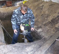 Землю, вытащенную из ямы, можно использовать для выравнивания пола в гараже.  Наш гараж расположен в низине...
