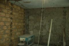 Как выставить маяки и оштукатурить по ним стену