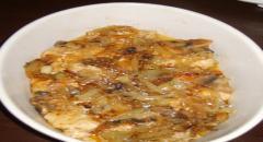 Куриное филе в вине с грибами и сыром