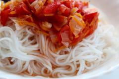 Винные спагетти с овощами