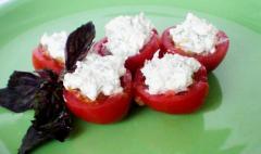 Рецепт фаршированных помидоров с баклажанами и брынзой