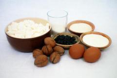 Рецепт творожной запеканки с манкой, изюмом и грецким орехом