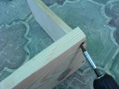 Деревянная полка для головных уборов