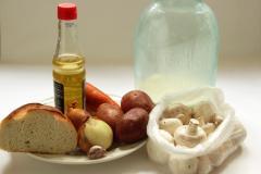 Рецепт супа с гренками и грибами (на молоке)