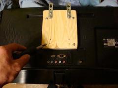 Крепление для подвешивания на стену небольшого плоского телевизора