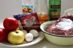 Маринованная свинина с томатами и яблоками
