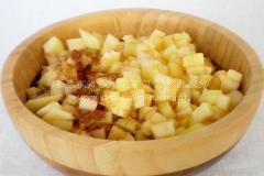 Оладьи на сыворотке с яблоком и корицей