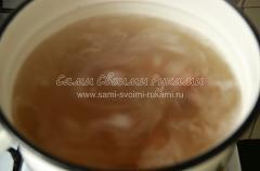 Рецепт горохового супа с копченостями и гренками