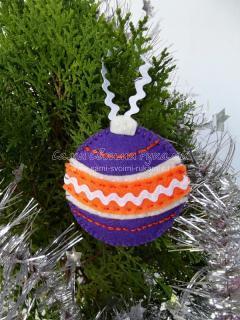 Новогодний шарик из фетра