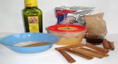 Антицеллюлитный скраб для тела на основе корицы, оливкового масла, меда и морской соли